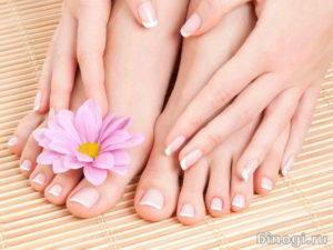 Красивые ноги со здоровыми ногтями