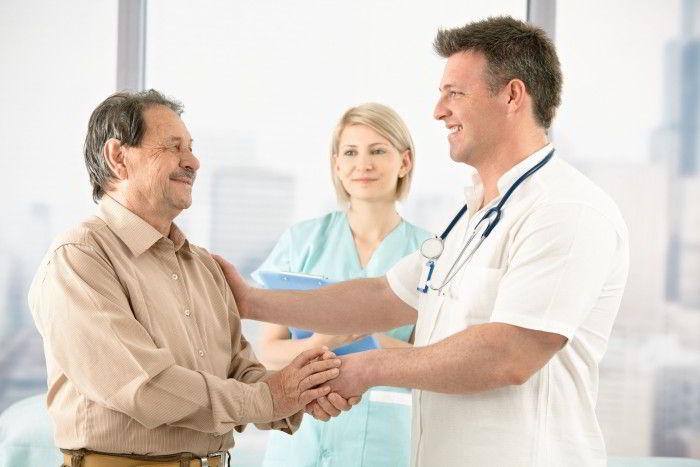 грибок ногтей к какому врачу обращаться