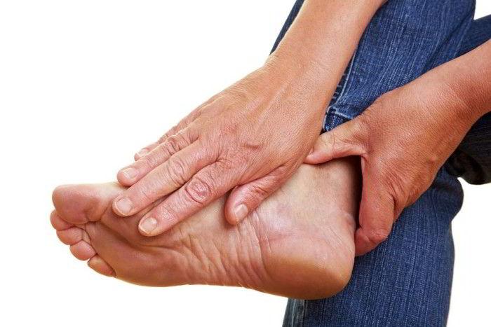 Компрессы и отпаривание ног при подагре