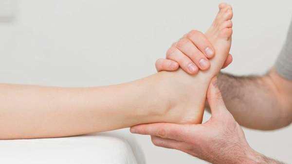 Фото: массаж лодыжки