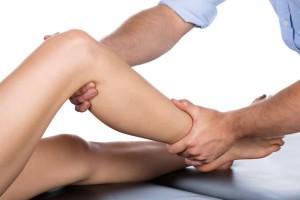 Болит косточка на ноге ниже колена