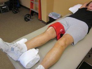 Почему болят ноги выше колена