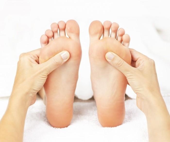 Сводит мышцы ступней ног