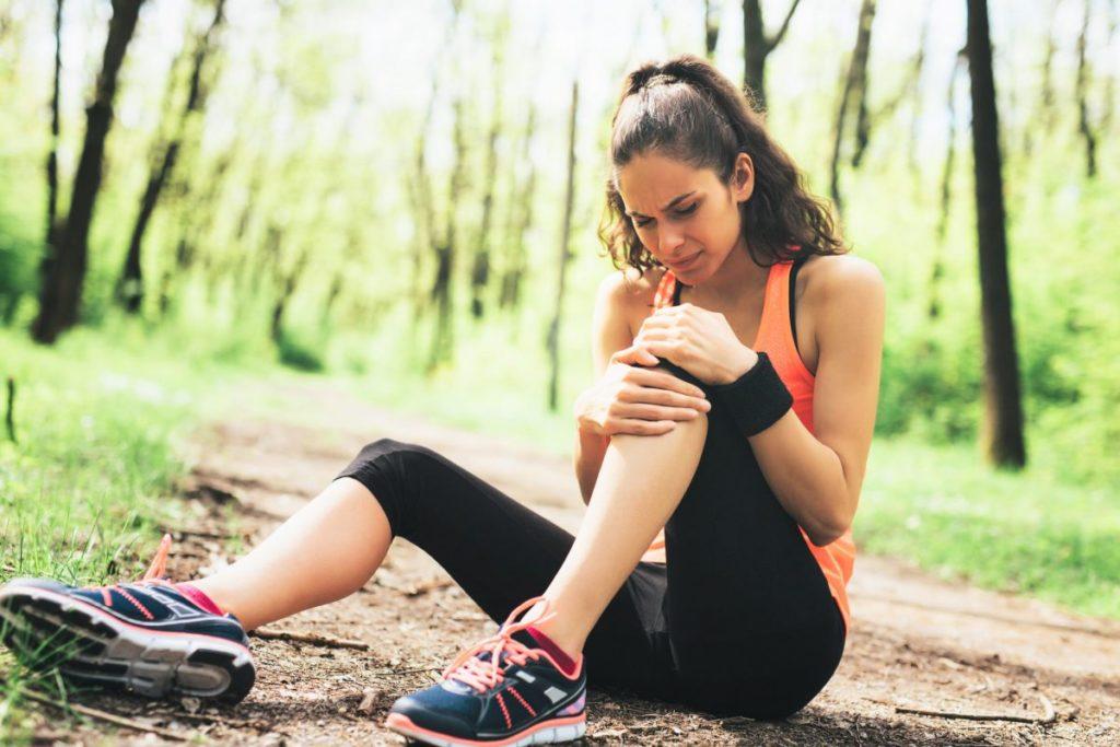 Почему у подростка болят колени, причины боли в коленях у ребенка